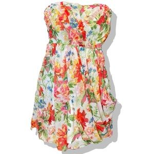 Charming and Feminine Floral Party Dress NWT